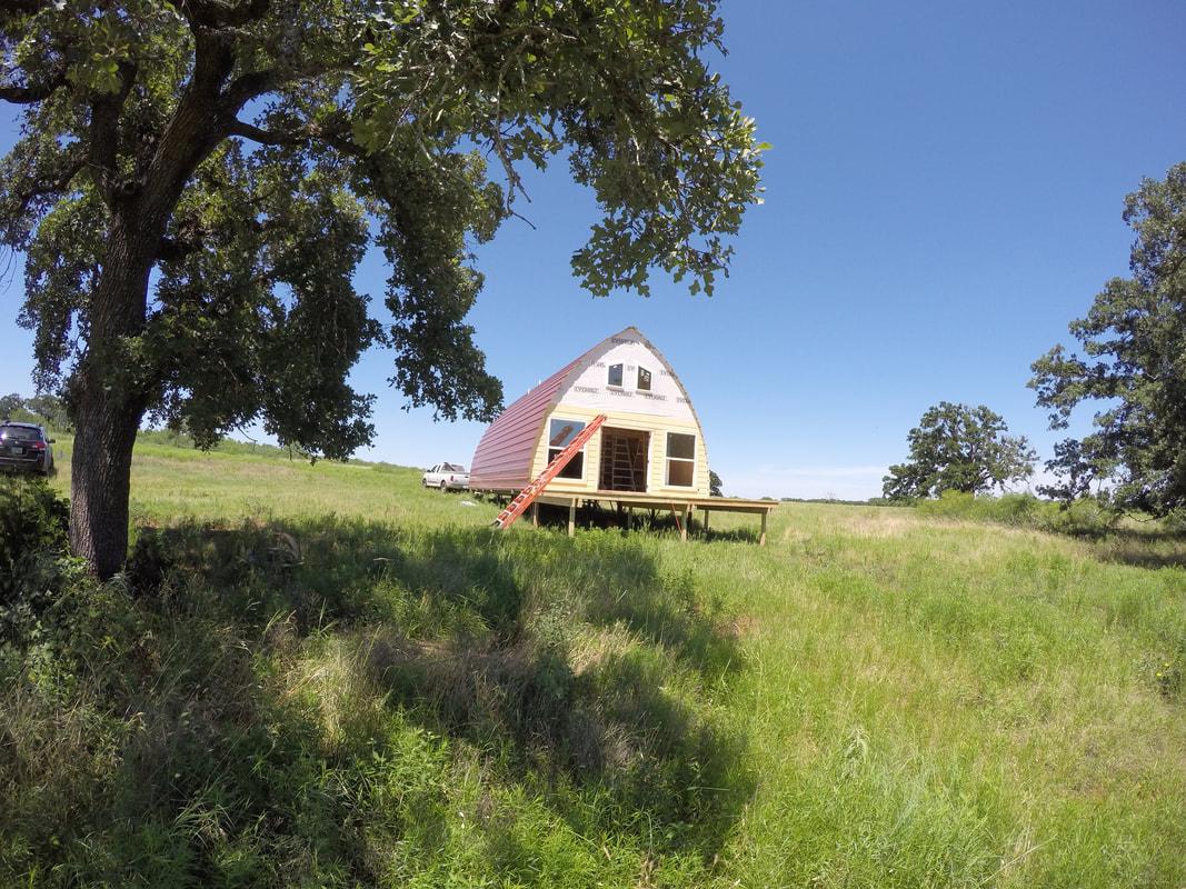 Levné domy od Arched Cabins. Stojí méně než 25 000 Kč.