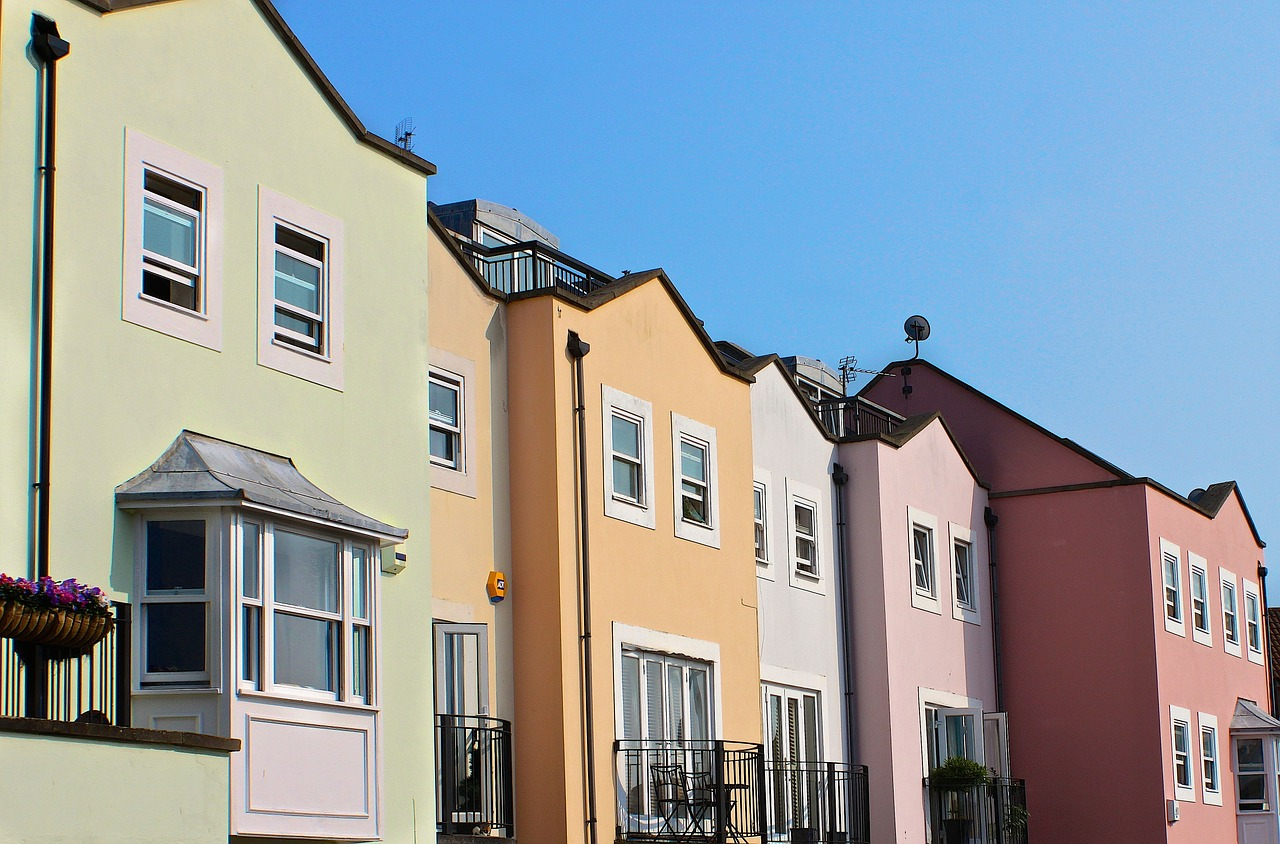 Sousedské vztahy: spory a milostné aféry